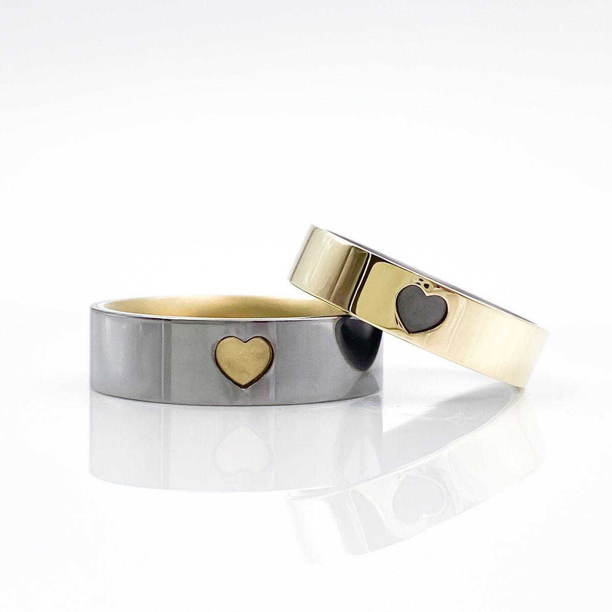 Tantal-Ringpaar mit 585er Gelbgold und Herz True Love Collection No.52